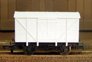 Dapol Model Railway Wagon - Unpainted Vent Van - A004