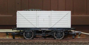 Dapol Model Railway Wagon - Unpainted 8 Plank Wagon - A006