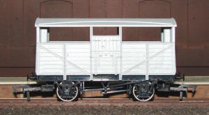Dapol Model Railway Wagon - Unpainted Cattle Wagon - A010