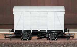 Dapol Model Railway Wagon - Unpainted Box Van Wagon - A011