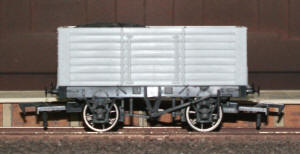 Dapol Model Railway Wagon - Unpainted 7 Plank 9' Wagon - A014
