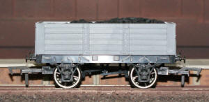 Dapol Model Railway Wagon - Unpainted 5 Plank 9' Wagon - A015