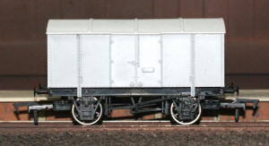 Dapol Model Railway Wagon - Unpainted Gunpowder Van Wagon - A016