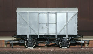 Dapol Model Railway Wagon - Unpainted Banana Van Wagon - A017