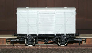 Dapol Model Railway Wagon - Unpainted LMS Vent Van Wagon - A019