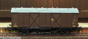 Dapol Model Railway Wagon - GWR Shirtbutton Fruit D Wagon - B737A
