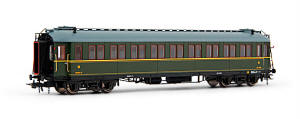 Electrotren HO Guage Model Railway - Hornby International - E15003 Electrotren 3rd Class Passenger Coach number CC-470 in RENFE livery. - HE15003