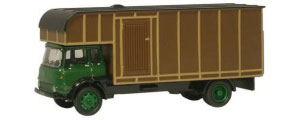 76TK006 - Oxford Diecast Bedford TK - Green/Brown Bedford TK Horsebox