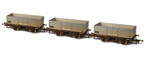 Oxford Rail BR 6 Plank Wagon Triple Pack Weathered - OR76MW6004